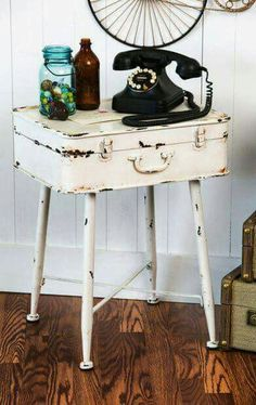 Suitcase Table, Vintage Suitcases, Diy Furniture, Painted Furniture, Modern Furniture, Mountain Decor, Mountain Homes, Home Projects, Diy Home Decor