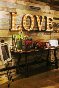 Love Lighted Sign | Stacy Reeves Photography https://www.theknot.com/marketplace/stacy-reeves-photography-dallas-tx-289118