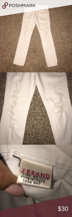 J Brand white destructive skinny jeans White destructive skinny ankle cut. Low rise , In great shape . Gently used . Well cared for. Light stretch material . J Brand Jeans Skinny