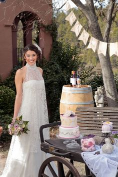 Sweet Magical Moments. Sweet inspiration: Rustic Love. Gorgeous dress by Jesús Peiró. Photos by Sweet Events.