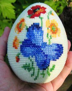 "Яйцо ""Бабочки летают.."" | biser.info - всё о бисере и бисерном творчестве"