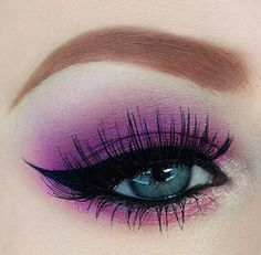 This vibrant pink shadow only works when you have stand out grabber blue eyes and I has grey... But this is so pretty