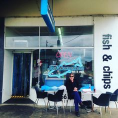 Fish and chips sitting on the street in Warrnambool #warrnambool #destinationwarrnambool #artistsoninstagram #art #workshop #howgoodisthis #fletcherjones #artistsinthestreets #fishnchips by wayneell2