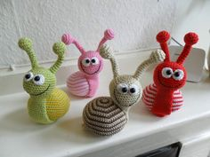 crochet snail with link to German(? Crochet Diy, Crochet Snail, Crochet Amigurumi, Amigurumi Patterns, Crochet For Kids, Crochet Crafts, Crochet Dolls, Yarn Crafts, Crochet Projects