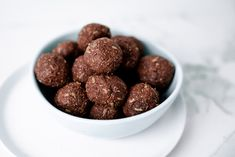 Nutritionist Shahna Sarpi brings you these keto-friendly bliss balls, packed full of nutrients to keep you going between meals. Whole Food Recipes, Dog Food Recipes, Snack Recipes, Cooking Recipes, 28 By Sam Wood, Chocolate Protein Balls, Power Balls, Energy Balls, Healthy Snacks