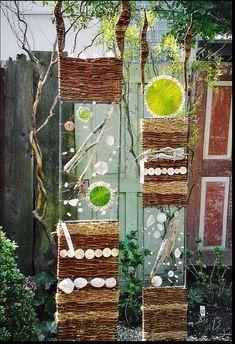Photo of Sabine Herkner Straubing Bavaria Germany Weaving Projects, Weaving Art, Garden Deco, Garden Art, Garden Projects, Art Projects, Twig Art, Willow Weaving, Trash Art