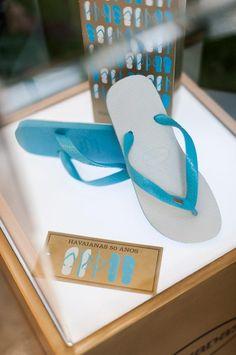 """Les tongs """"Flip-Over"""" (semelle réversible) célèbrent les 50 ans d'Havaianas - 100 % du montant des ventes sera reversé à l'UNICEF."""