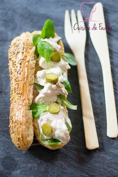 Try a savory eclair! Duck, yogurt, and cornichon for a tasty, quick bite! Profiteroles, Eclairs, No Salt Recipes, Choux Pastry, Savoury Baking, Bread Cake, Yummy Snacks, Street Food, Finger Foods