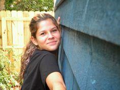 Arquitetura Sustentavel: Garota de 14 anos constrói sua própria casa com ap...
