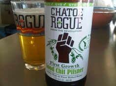 Cerveja Rogue Farms Good Chit Pilsner, estilo Bohemian Pilsener, produzida por Rogue Ales Brewery, Estados Unidos. 5.6% ABV de álcool.