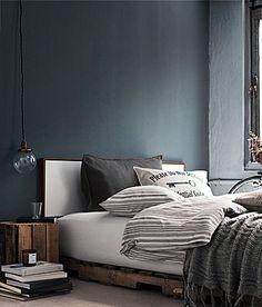 Repurposed Wooden Pallet Bed http://www.myhomerocks.com/2012/03/repurposed-pallet-furniture/