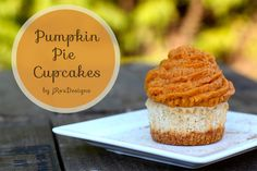 Pumpkin Pie Cupcakes. These are delicious and taste just like fall. #fall #cupcakes