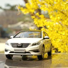 다가오는 #4월 , #쏘나타 #다이캐스트 와 함께 포근한 #봄날 을 만끽할 #준비 되셨나요?  Are #you ready for enjoying the #cozy #spring days with #Sonata #diecast in the upcoming #April ?  #Hyundai #Motor #car #toy #forsythia #flower #palace #travelling #daily #현대자동차 #장난감 #자동차 #개나리 #꽃 #창덕궁 #나들이 #소소잼 #일상 #데일리