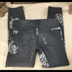Free People Gray Jeans HOT‼️ Cool Design Sz 28 These jeans are beautiful.   Check out the pics.  The design is so different! Free People Jeans Skinny