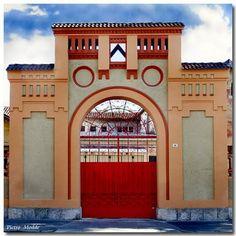 Geometrie a Udine... edificio che ospitava comando vigili del fuoco.  Ph Pietro Modde