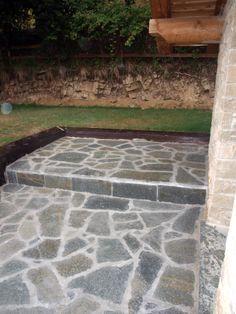 #appiaanticasrl #quarzo #floor #pool #natural #garden #stone #pebbles #flooring #italian #madeinitaly #palosco #bergamo #artigianato #handicraft #landscape #exteriordesign #urbandesign #architecture #mosaico #luserna