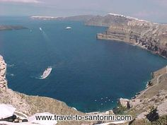CALDERA VIEW - View of the caldera from above Athinios port. Visible at the north, Fira, Imerovigli and Oia.
