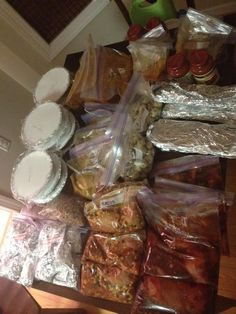 40 Freezer Meals in About 4 Hours plus cookies!- I am thinking this would work great to make and take to elderly people. Make sure the person you give it to is still able to use an oven safely. Bulk Cooking, Batch Cooking, Freezer Cooking, Cooking Recipes, Bulk Food, Meal Recipes, Family Recipes, Cooking Tips, Healthy Recipes