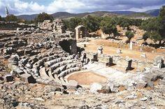 Iasos'ta Bu Yıl kazılar kentin Tiyatroya 4.000 Yıllık Eski Şehir A.Ş. tünellerde Bir Yerde Oldu Kanalizasyon sistemini Ortaya çıkartmıştır. D ...