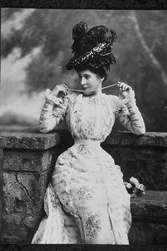 Lillie Langtry (stage name) Lady De Bathe, née Emilie Charlotte Le Breton (1853-1929).copyright V&A