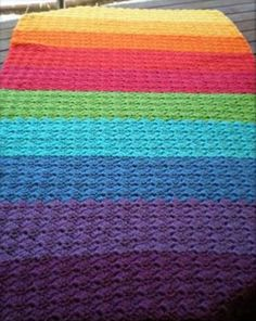 cute-kids-rainbow-cot-blanket
