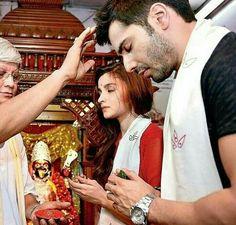 Bollywood Couples, Bollywood Celebrities, Hindi Actress, Bollywood Actress, Varun Dhawan Instagram, Alia Bhatt Varun Dhawan, Aalia Bhatt, Alia Bhatt Cute, Alia And Varun