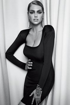 Kate Upton, oh man need I say more... She's gotta be the hottest white girl right now.