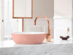 Image your perfect bathroom setting. Have you ever thought about a pink washbasin in a trend colour like pastel powder? Let your girl dreams of a stylish bathroom come true und get inspired by this beautiful interior design. Bathroom Design Black, Marble Bathroom, Stylish Bathroom, Gold Bathroom Decor, Gold Bathroom, Amazing Bathrooms, Pink Bathroom, Bathroom Design, Washbasin Design