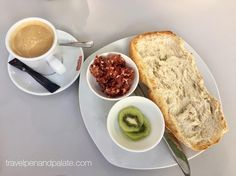 Typical breakfast in #Cordoba: toast diced #ibericoham fruit & cafe con leche (not pictured: olive oil & strawberry jam) - my kind of #breakfast at La Perla Cafe. #culinarytravel #travelwriter #culinarytourism #spainindetail #spanishfood  #europe2017 #spain #ifwtwa @unescoworldheritage