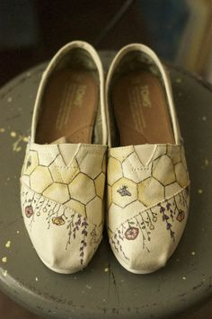 Honey Bee TOMS - Evie Paints TOMS  I want them!!!