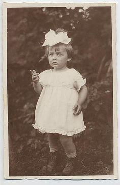 She Has Attitude Vintage Children Photos, Vintage Pictures, Vintage Images, Vintage Kids, Antique Photos, Old Photos, We Fall In Love, Edwardian Era, Big Bows