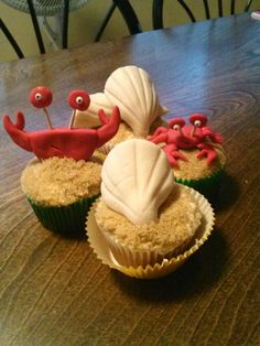 Crab and seashell Cupcakes I made for my kids...