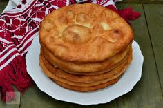 Scovergi - CAIETUL CU RETETE Romanian Food, Romanian Recipes, Valentines Day Food, Dry Yeast, How To Make Bread, Apple Pie, Food And Drink, Gem, Snacks