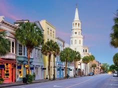 Charleston seduces with its cobblestone streets, antebellum mansions and steepled skyline. Story by Carolyn Males ROAD TRIP Hilton Head Island to Charleston Duration: miles hours, 6 minutes) Indeed, … Charleston South Carolina, Carolina Do Sul, Folly Beach South Carolina, Moving To Charleston Sc, Charleston Sc Things To Do, Isle Of Palms South Carolina, Mount Pleasant South Carolina, Charleston Chew, Places