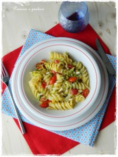 Fusilloni with zucchini and tomatoes, flavored with marjoram