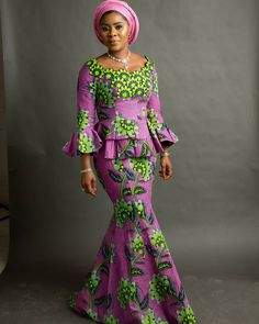 ankara mode Beautiful Latest Ankara Skirt and Blouse Styles You Don't Have.Beautiful Latest Ankara Skirt and Blouse Styles You Don't Have African Fashion Ankara, Latest African Fashion Dresses, African Dresses For Women, African Print Dresses, African Print Fashion, African Attire, Ankara Rock, Ankara Stil, Ankara Short Gown Styles
