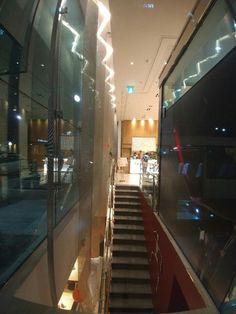 Oopen restaurant staircase
