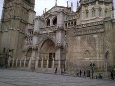 Petite pause devant la cathédrale de Tolede