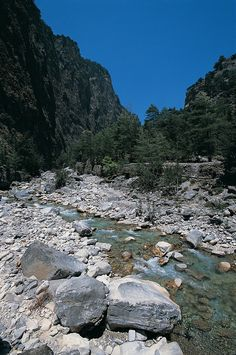 With kilometers of natural beauty, Samaria Gorge is one of the top things to see in Crete. Explore the whole natural park all the way to the sea is a must! Heraklion, Crete Chania, Crete Greece, Greece With Kids, Nature Beach, Greece Islands, Greece Travel, Natural Wonders, World Heritage Sites