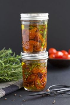 Candied tomato recipe Besly Plus Source by misscoopecoll Antipasto, Pickles, La Trattoria, Marinade Sauce, Food Tags, Cooking Recipes, Healthy Recipes, Tapenade, Veggies