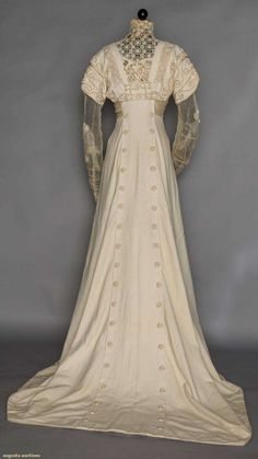 Wedding Gown (image 3)   1908   wool, lace, satin   Augusta Auctions   November 11, 2015/Lot 18