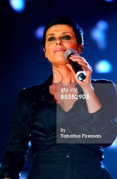 Title:	  Photo of Lisa Stansfield @ Wembley Arena 11/11/04  Caption:	 UNITED KINGDOM - NOVEMBER 11: WEMBLEY ARENA Photo of Lisa Stansfield @ Wembley Arena 11/11/04, Lisa Stansfield live at the Trevor Horn/Princes Trust concert, Wembley Arena 11/11/2004 (Photo by Tabatha Fireman/Redferns)  Date created:	 11 Nov 2004