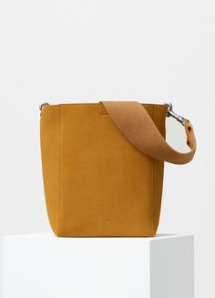Small Sangle Shoulder Bag with Double Sided in Calfskin - Fall / Winter Collection 2016 Celine, Small Leather Goods, Leather Accessories, Shopping Hacks, Leather Bag, Leather Totes, Winter Collection, Shoulder Bag, Handbags