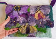 felt art Hello my lovelies, I'm playing catch up with my posts again. I'm having trouble keeping up with life at the moment. Felted Wool Crafts, Felt Crafts, Needle Felting Tutorials, Felt Purse, Art Bag, Floral Bags, Diy Blog, Nuno Felting, Felt Art