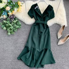 Ruffled Short sleeved Wrap Dress V neck High Waist Solid Graceful Women Sashes 70s Fashion, Daily Fashion, Girl Fashion, Vintage Fashion, Fashion Outfits, Fashion Trends, Fashion Inspiration, Casual Dresses, Casual Outfits