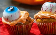 halloween cupcake ideas gummy eyeballs