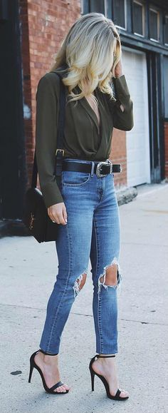 stylish casual style outfit blouse + rips + heels