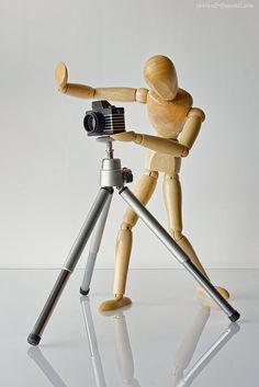 Un poquito más a la derecha. (Move a bit on the right. Mannequin Drawing, Artist Mannequin, Wooden Dummy, Wooden Man, Poses For Photos, Deco Design, Elements Of Art, Home And Deco, Art Plastique