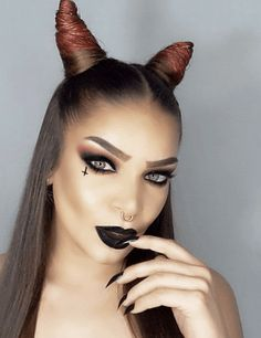 Are you looking for inspiration for your Halloween make-up? Browse around this site for cute Halloween makeup looks. Cute Halloween Makeup, Halloween Inspo, Halloween Looks, Girl Halloween, Demon Halloween Costume, Halloween 2018, Spooky Halloween, Halloween Makeup Tutorials, Halloween Party