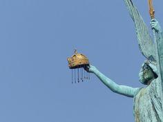 Gábriel arkangyal - a győzelem géniusza, a 36 m magas korinthoszi oszlop tetején - Millenniumi (ezredéves)-emlékmű - Hősök tere - Budapest - Hungary